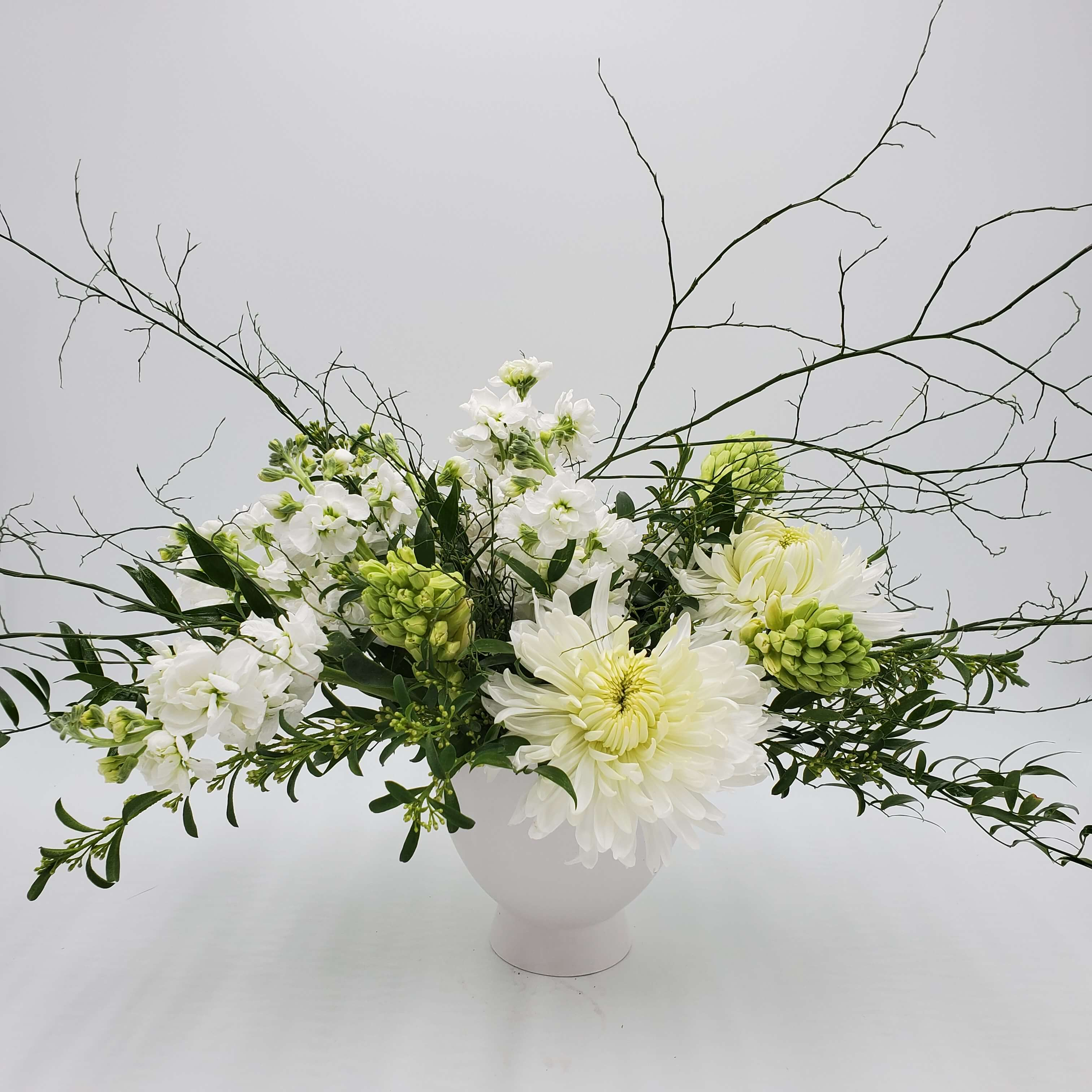 Naturalistic white floral design
