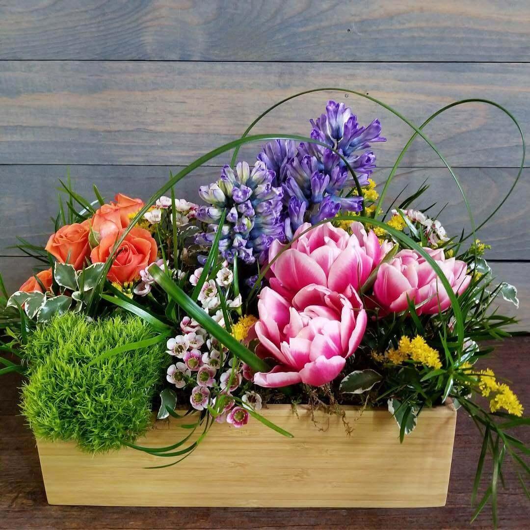 Naturalistic Spring floral design