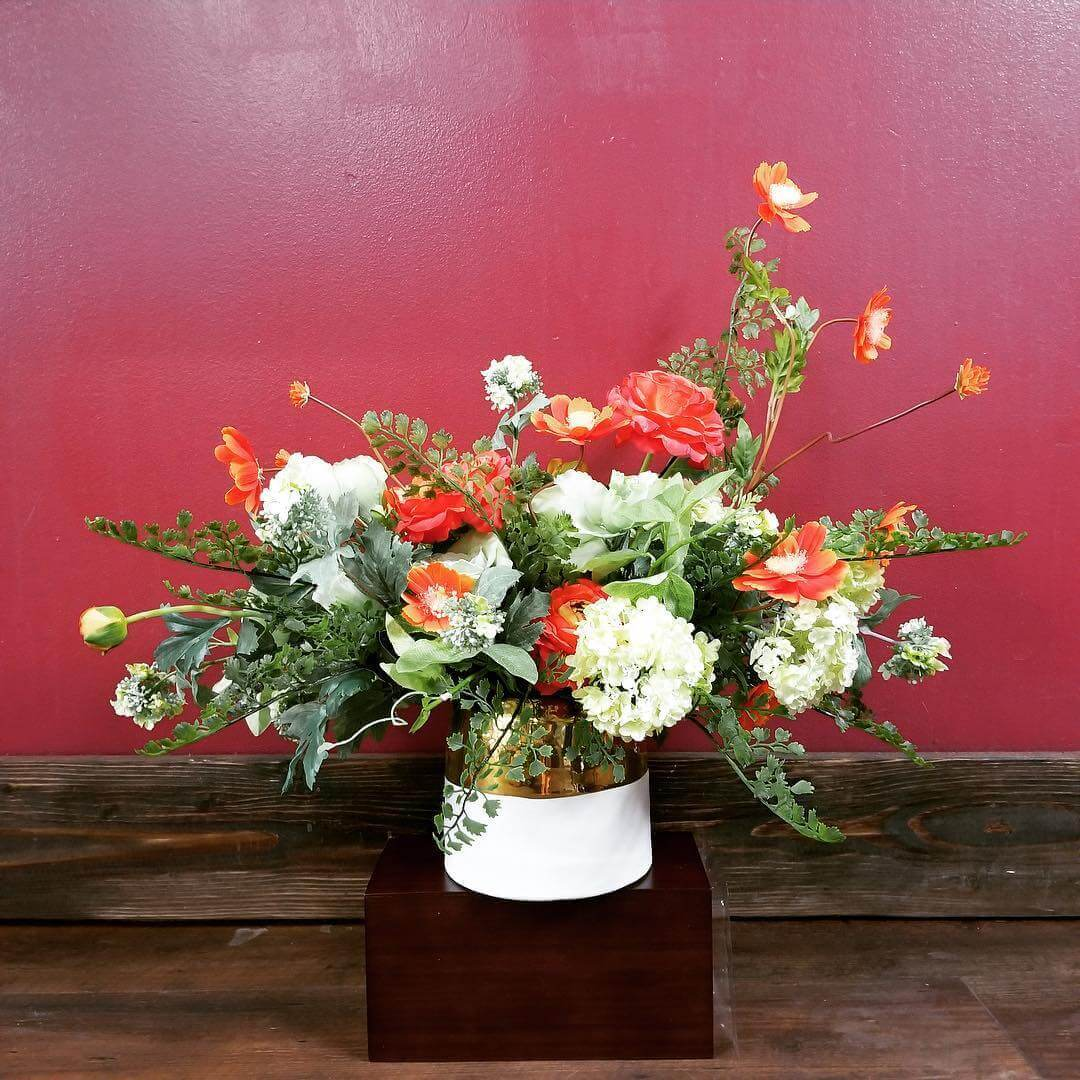 Naturalistic white and orange floral design