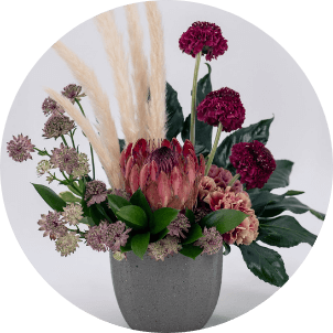 photo of naturalistic flower arrangement